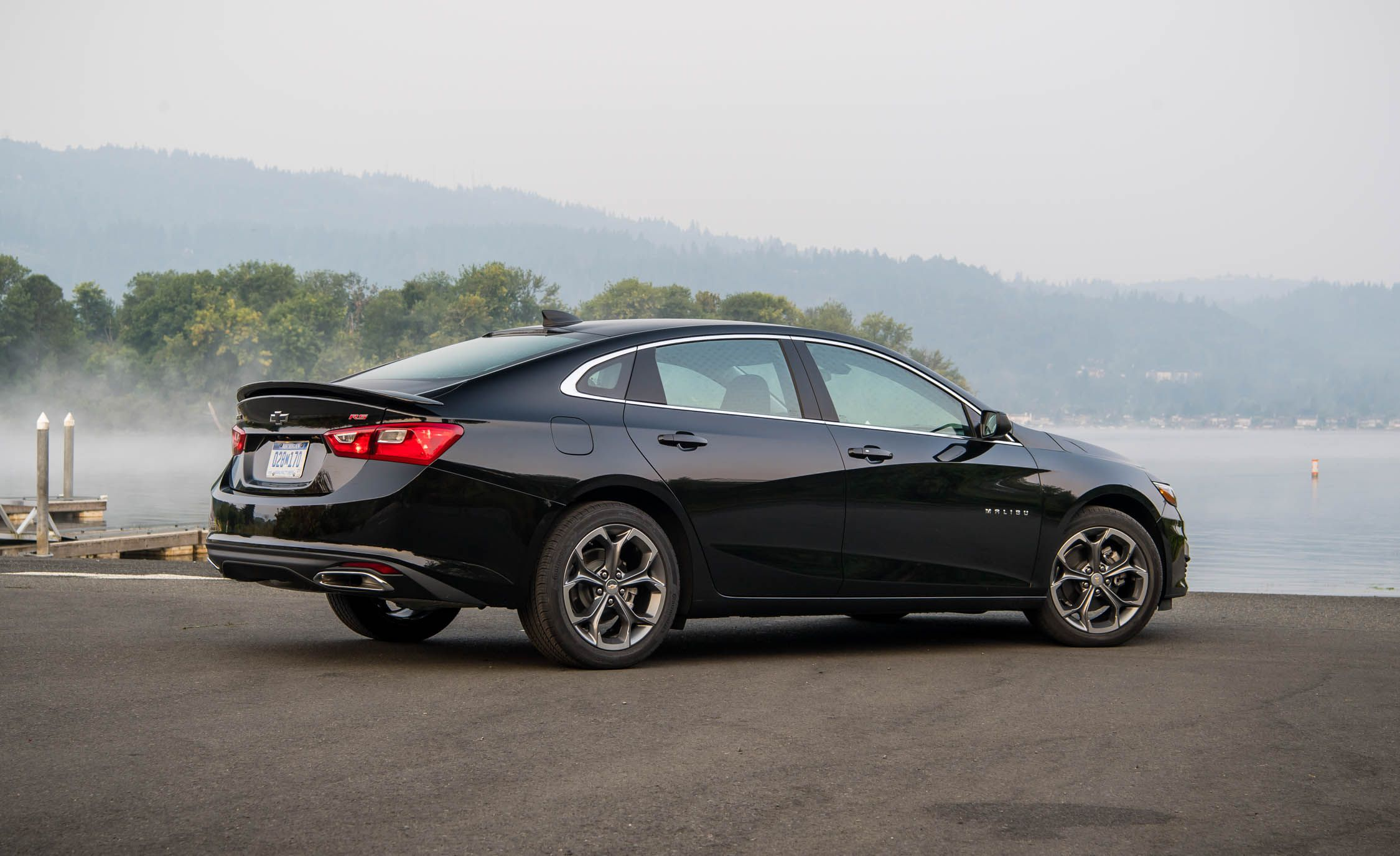 2019 Chevrolet Malibu RS Rear Three-Quarter Wallpapers (8)