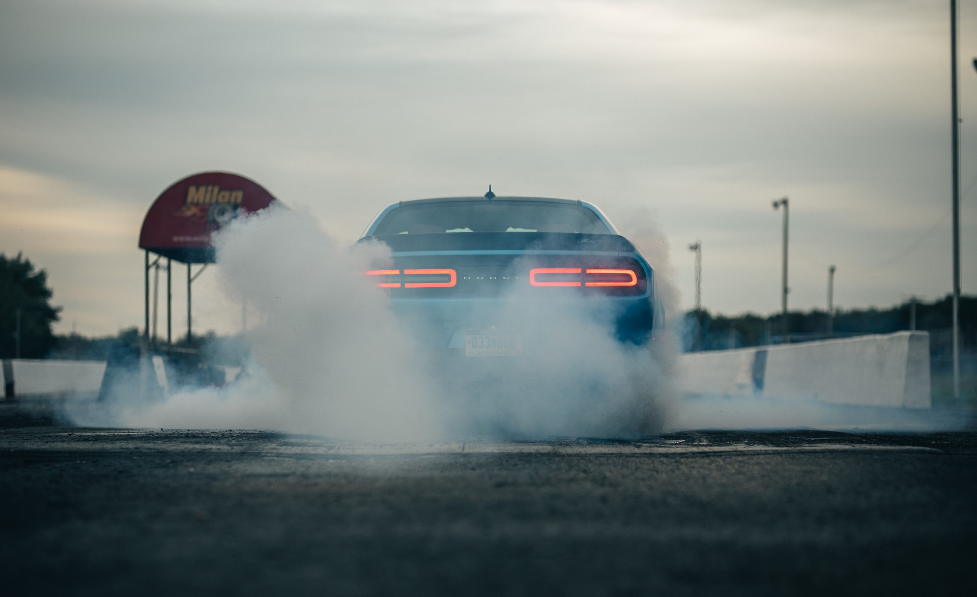 2019 Dodge Challenger SRT Hellcat Redeye Burnout Wallpaper (12)