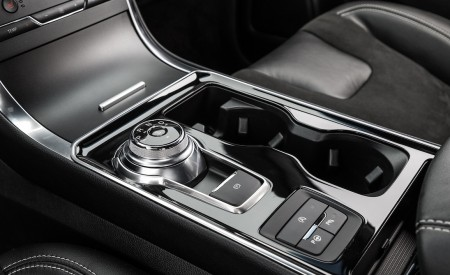 2019 Ford Edge ST Central Console Wallpaper 450x275 (30)