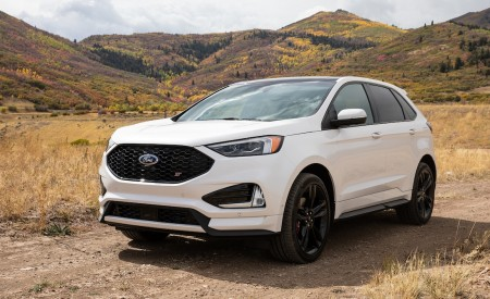 2019 Ford Edge ST Front Three-Quarter Wallpaper 450x275 (52)