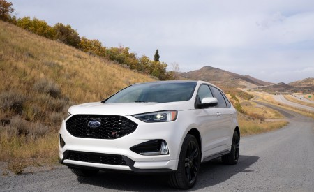 2019 Ford Edge ST Front Three-Quarter Wallpaper 450x275 (53)