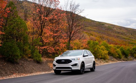 2019 Ford Edge ST Front Three-Quarter Wallpaper 450x275 (54)