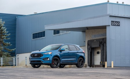 2019 Ford Edge ST Front Three-Quarter Wallpaper 450x275 (4)