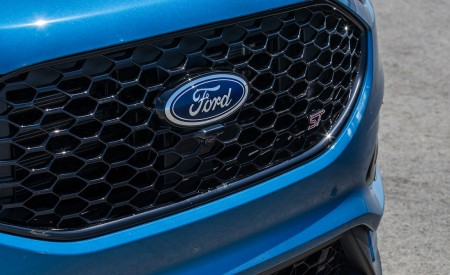 2019 Ford Edge ST Grill Wallpaper 450x275 (22)