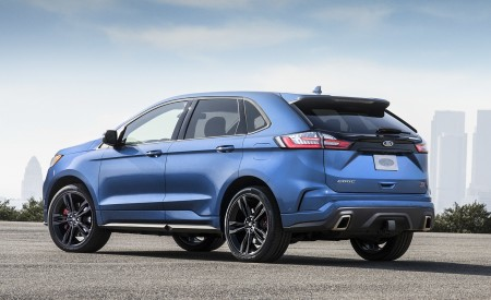 2019 Ford Edge ST Rear Three-Quarter Wallpaper 450x275 (44)