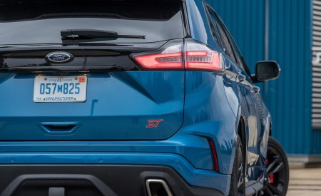 2019 Ford Edge ST Tail Light Wallpaper 450x275 (19)