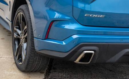 2019 Ford Edge ST Tailpipe Wallpaper 450x275 (18)
