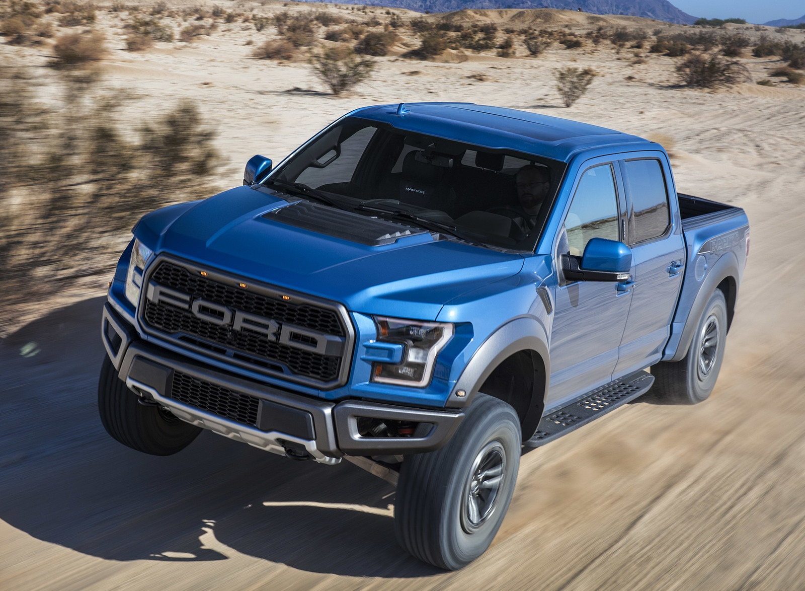2019 Ford F-150 Raptor Front Three-Quarter Wallpapers (3)
