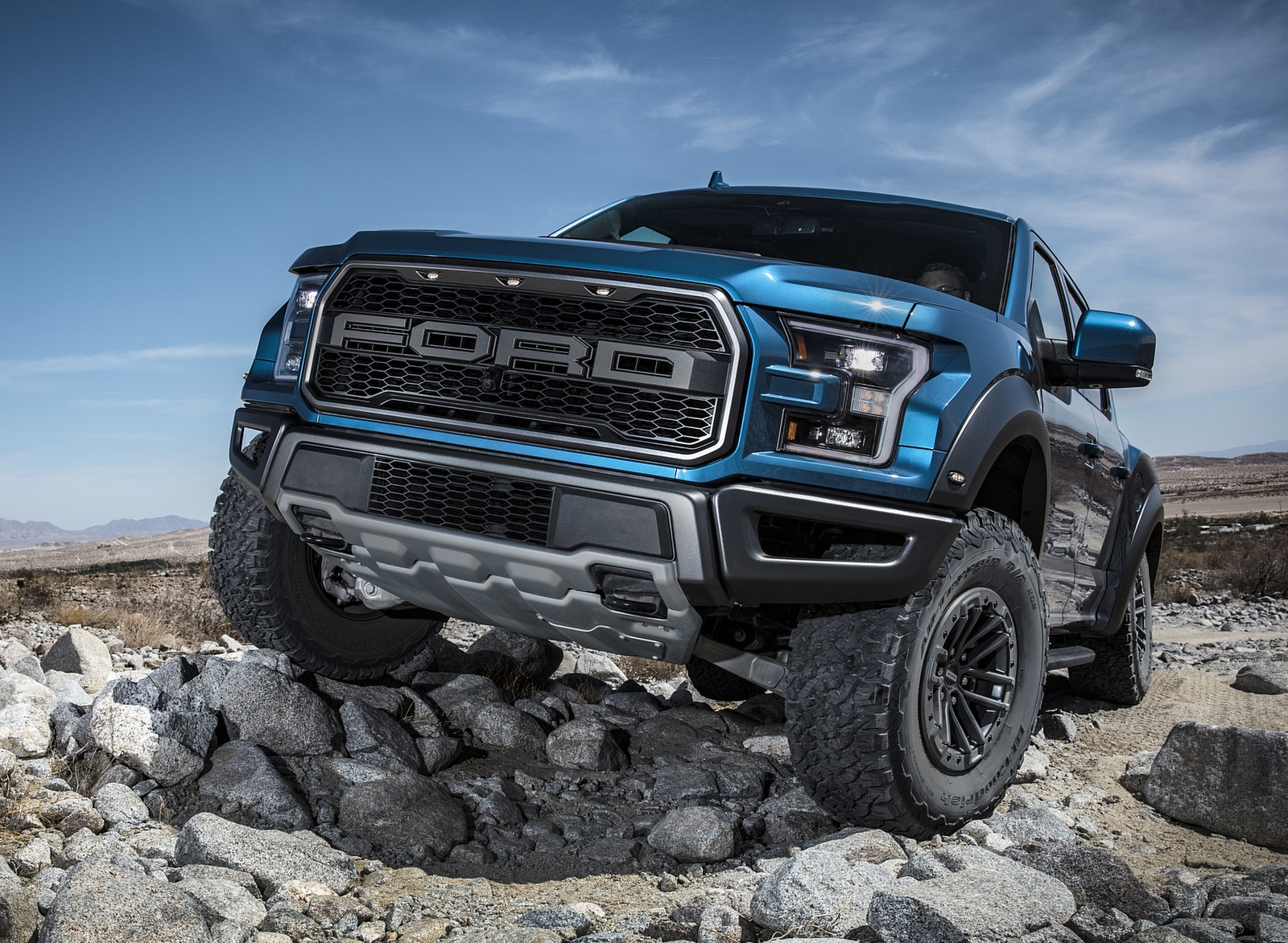 2019 Ford F-150 Raptor Off-Road Wallpapers (7)