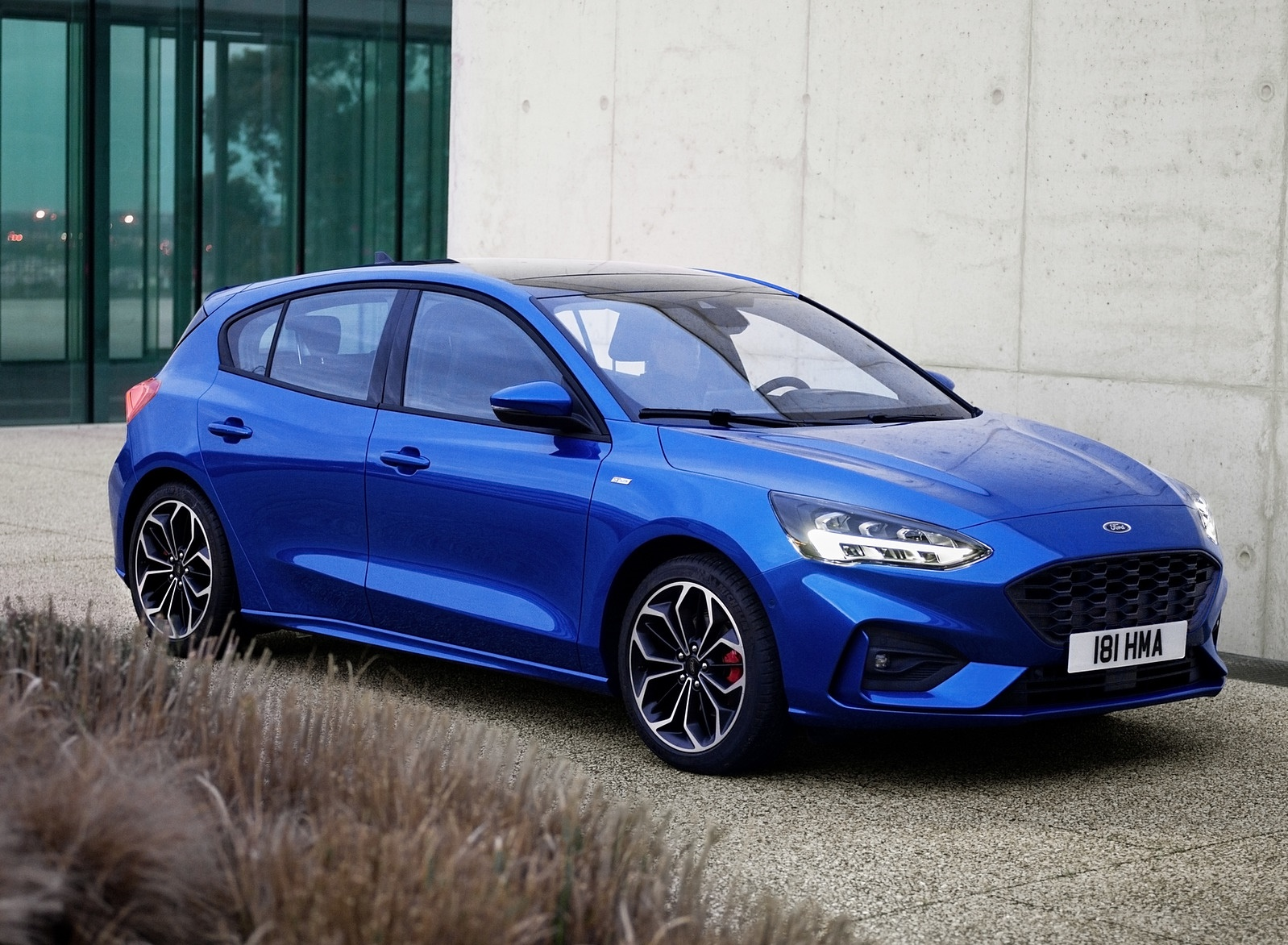 2019 Ford Focus Hatchback ST-Line Front Three-Quarter Wallpapers (11)