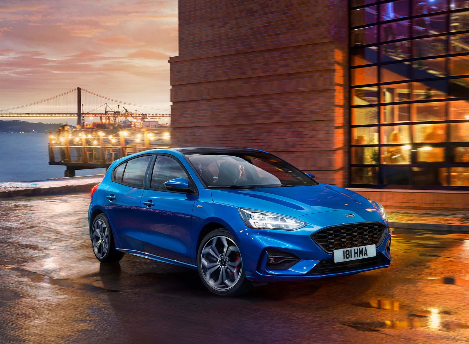 2019 Ford Focus Hatchback ST-Line Front Three-Quarter Wallpapers (3)