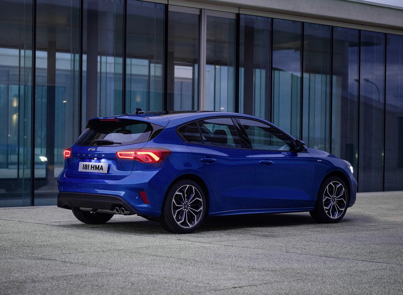 2019 Ford Focus Hatchback ST-Line Rear Three-Quarter Wallpapers (14)