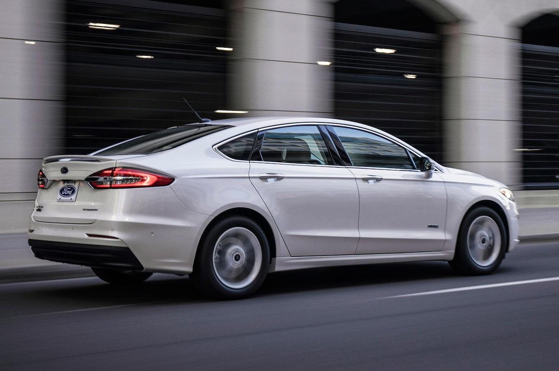 2019 Ford Fusion Rear Three-Quarter Wallpaper (15)