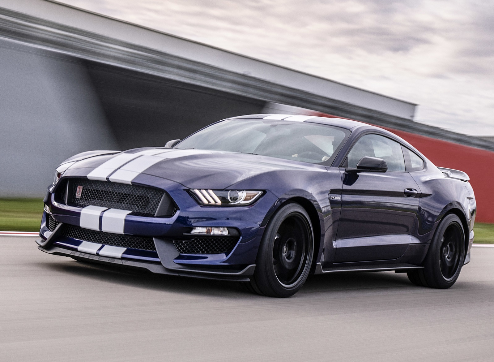 2019 Ford Mustang Shelby GT350 Front Three-Quarter Wallpapers (3)