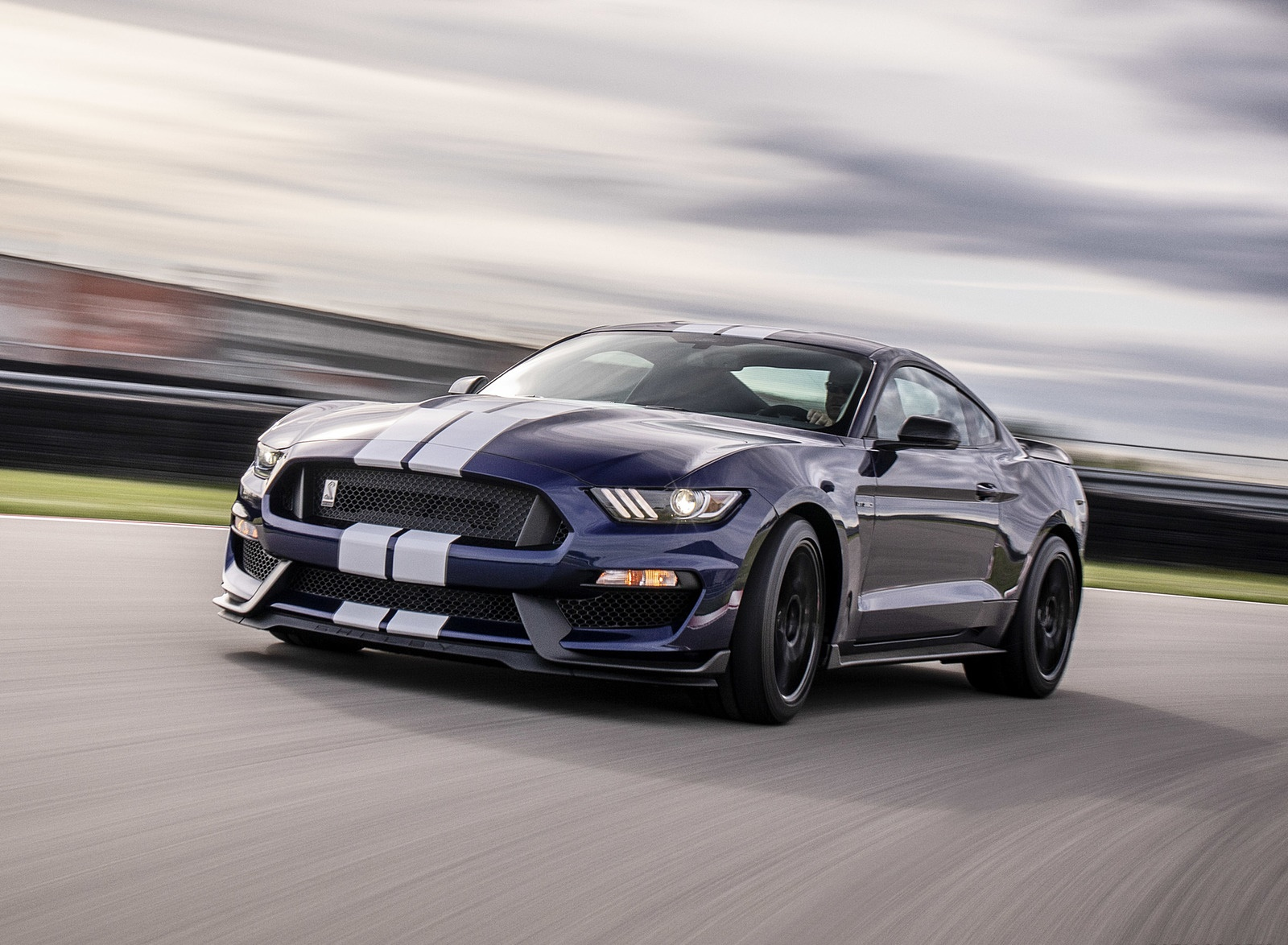 2019 Ford Mustang Shelby GT350 Front Three-Quarter Wallpapers (1)