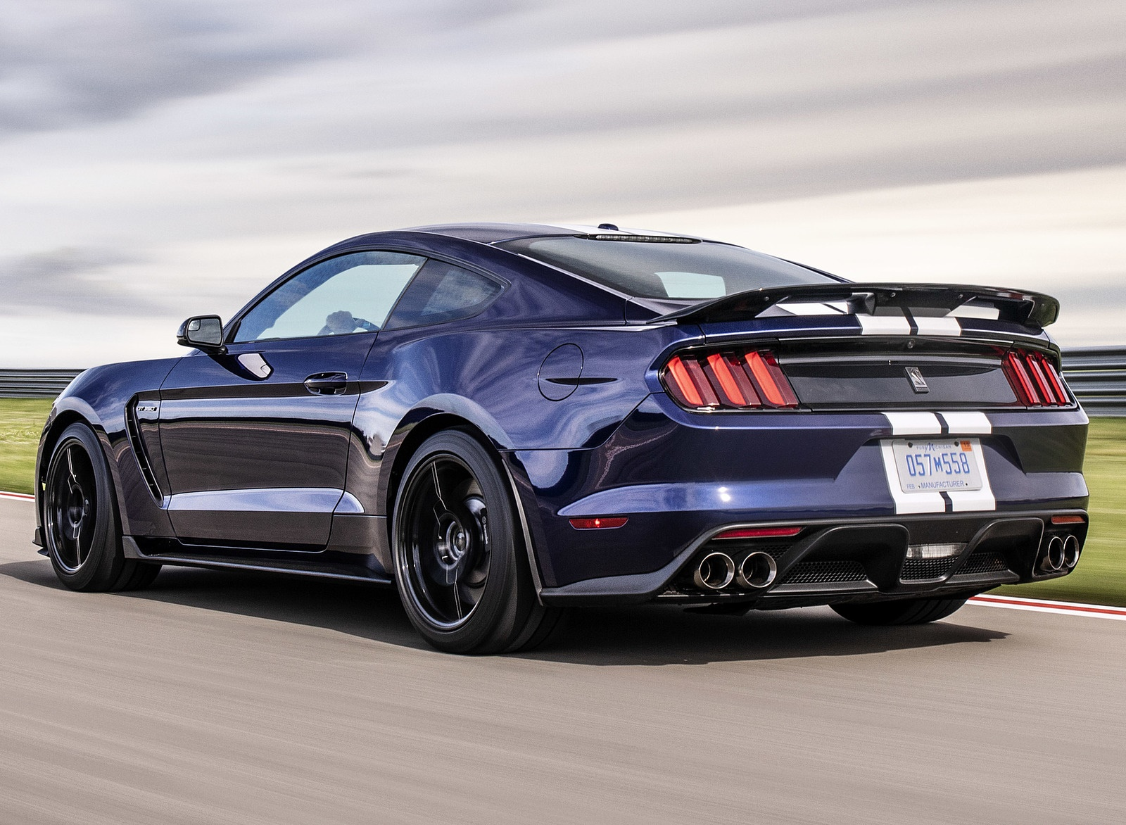 2019 Ford Mustang Shelby GT350 Rear Three-Quarter Wallpapers (4)