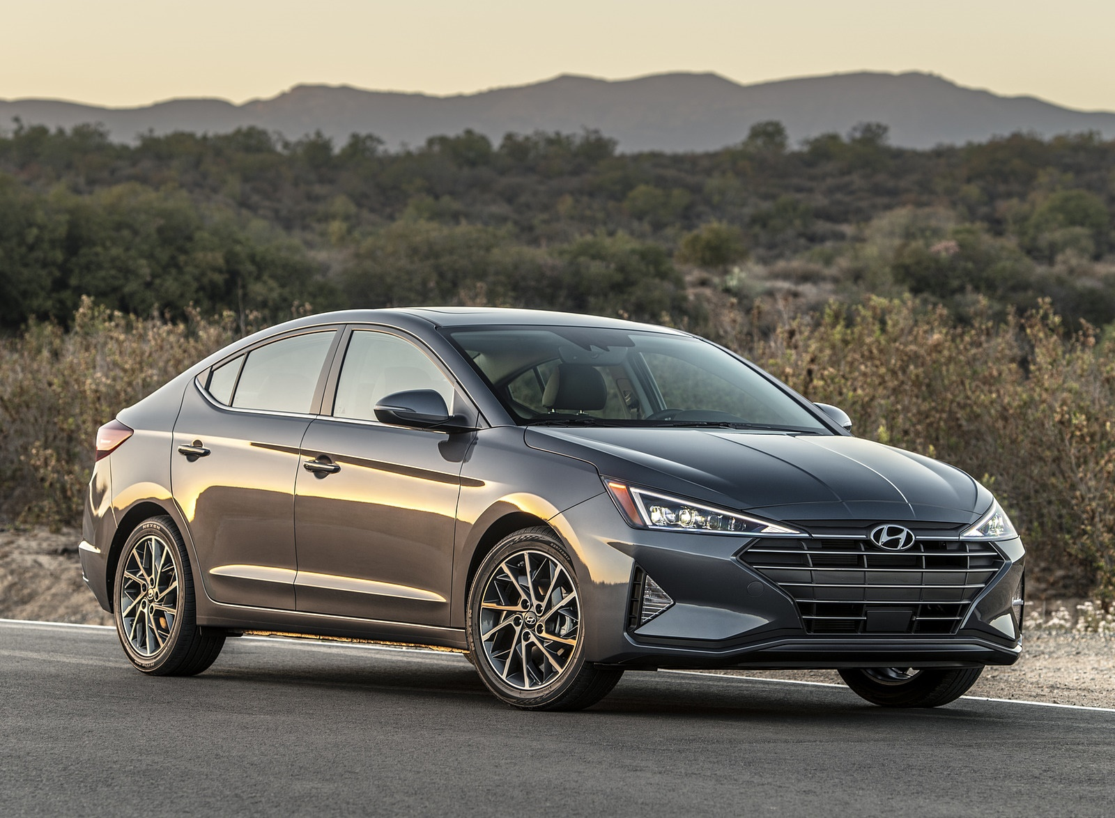 2019 Hyundai Elantra Front Three-Quarter Wallpapers (5)