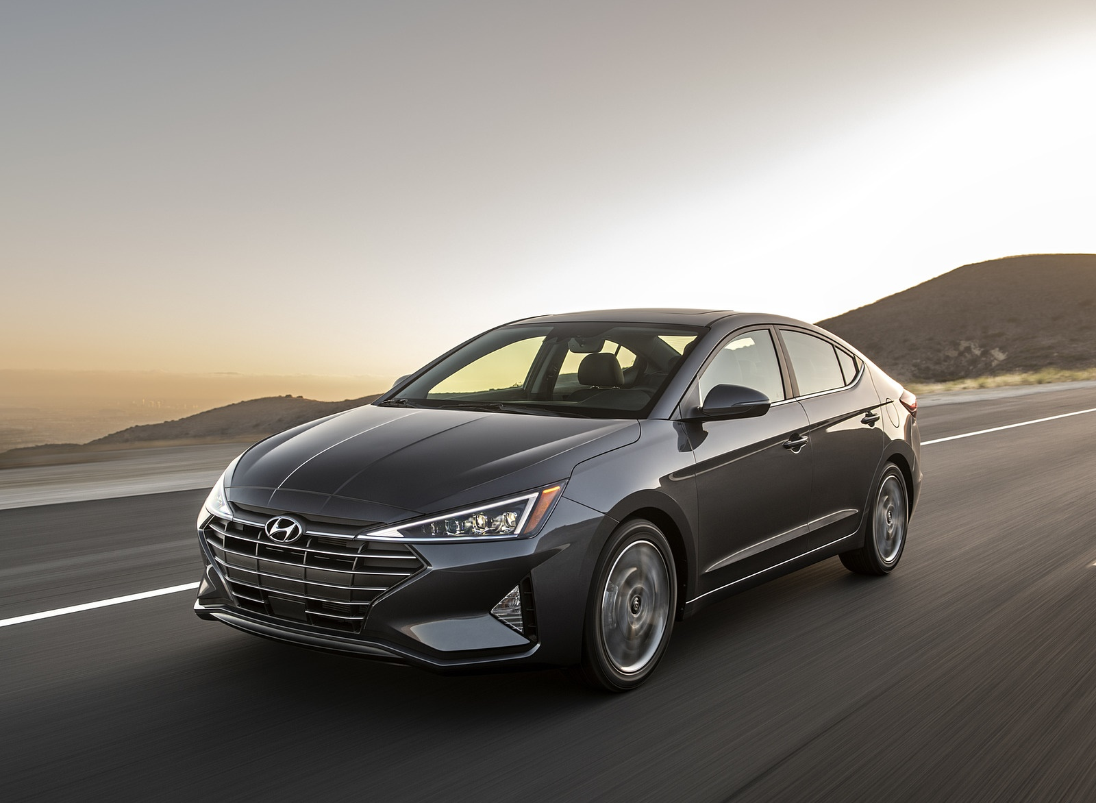 2019 Hyundai Elantra Front Three-Quarter Wallpapers (2)