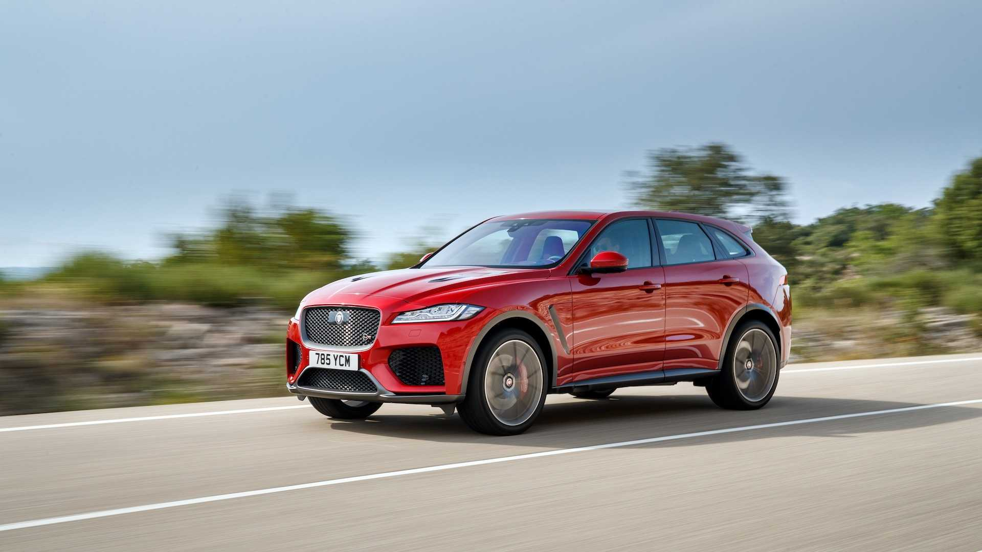 2019 Jaguar F-Pace SVR (Color: Firenze Red) Front Three-Quarter Wallpapers (4)
