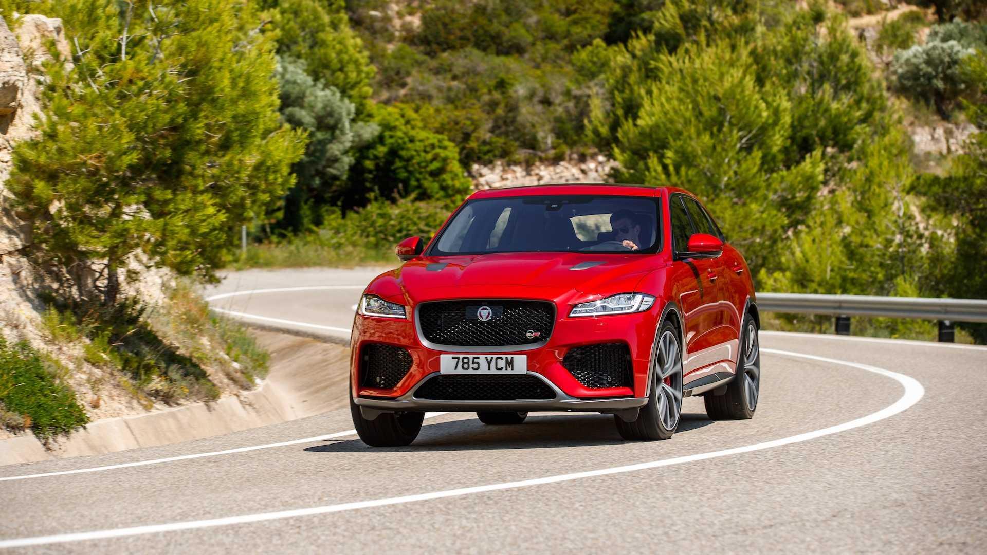 2019 Jaguar F-Pace SVR (Color: Firenze Red) Front Wallpaper (15)