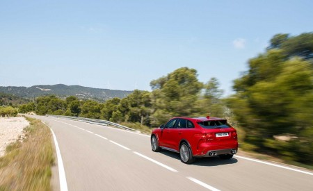 2019 Jaguar F-Pace SVR (Color: Firenze Red) Rear Three-Quarter Wallpapers 450x275 (28)