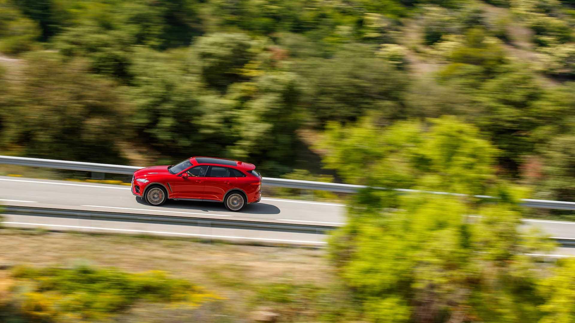 2019 Jaguar F-Pace SVR (Color: Firenze Red) Side Wallpaper (12)