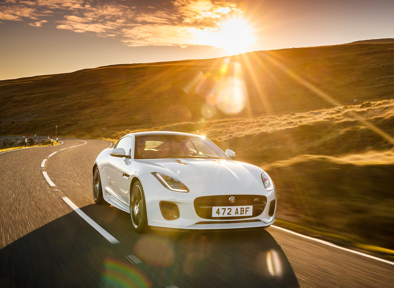 2019 Jaguar F-Type Chequered Flag Edition Front Three-Quarter Wallpaper (2)
