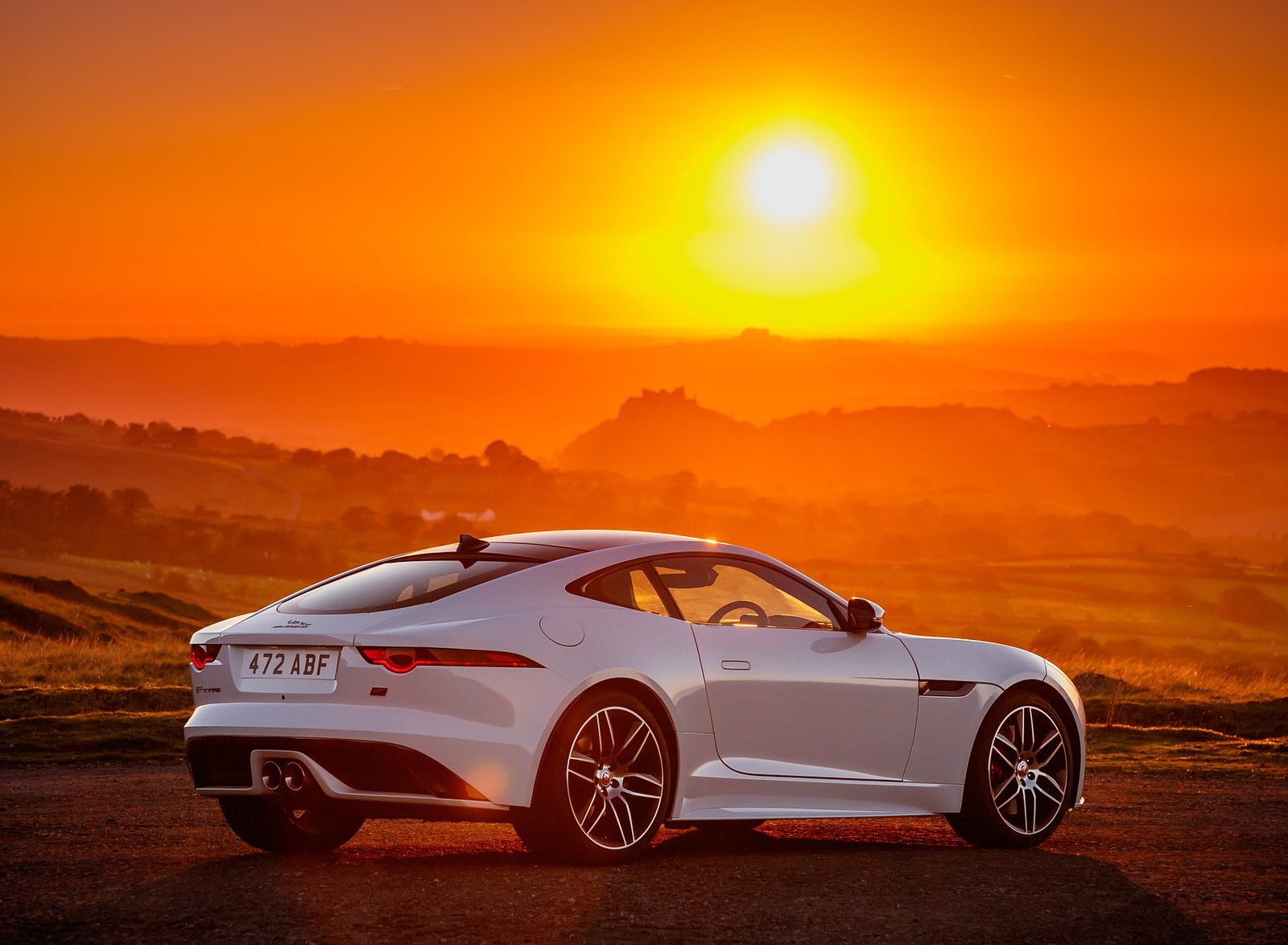 2019 Jaguar F-Type Chequered Flag Edition Rear Three-Quarter Wallpaper (9)