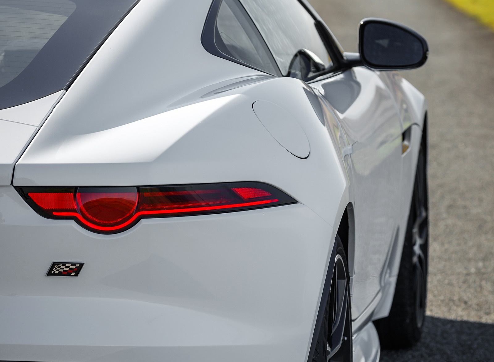 2019 Jaguar F-Type Chequered Flag Edition Tail Light Wallpaper (12)