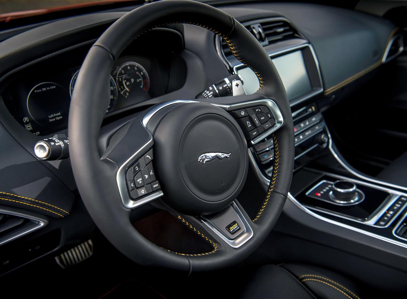 2019 Jaguar XE 300 SPORT Interior Detail Wallpaper (14)
