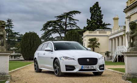 2019 Jaguar XF Sportbrake 20d AWD R-Sport Front Three-Quarter Wallpapers 450x275 (28)