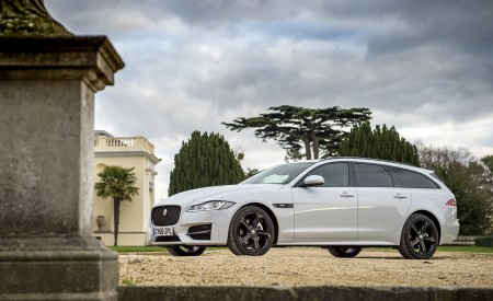 2019 Jaguar XF Sportbrake 20d AWD R-Sport Front Three-Quarter Wallpapers 450x275 (13)