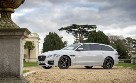 2019 Jaguar XF Sportbrake 20d AWD R-Sport Front Three-Quarter Wallpapers 450x275 (14)