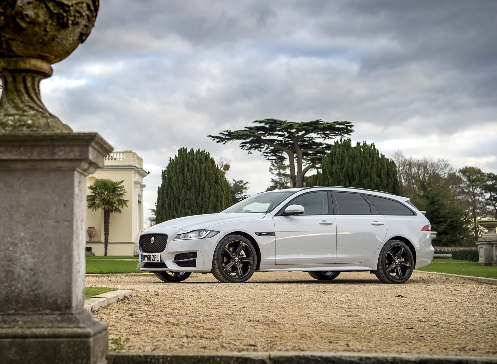 2019 Jaguar XF Sportbrake 20d AWD R-Sport Front Three-Quarter Wallpapers (14)