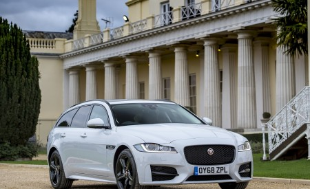 2019 Jaguar XF Sportbrake 20d AWD R-Sport Front Three-Quarter Wallpapers 450x275 (15)