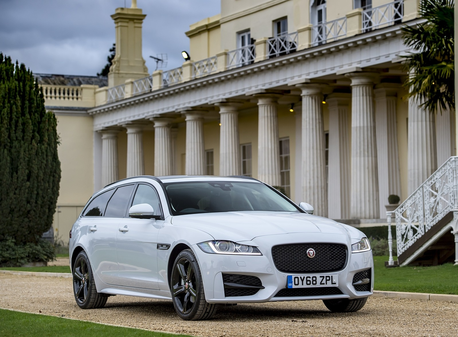2019 Jaguar XF Sportbrake 20d AWD R-Sport Front Three-Quarter Wallpapers (15)
