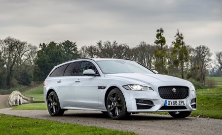 2019 Jaguar XF Sportbrake 20d AWD R-Sport Front Three-Quarter Wallpapers 450x275 (18)
