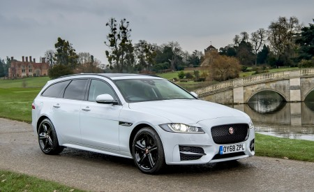 2019 Jaguar XF Sportbrake 20d AWD R-Sport Front Three-Quarter Wallpapers 450x275 (19)