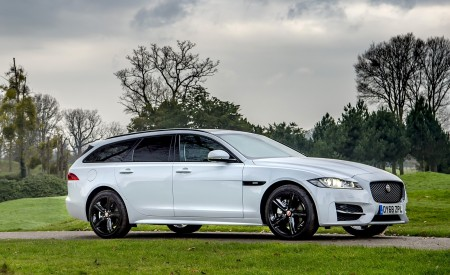 2019 Jaguar XF Sportbrake 20d AWD R-Sport Front Three-Quarter Wallpapers 450x275 (12)
