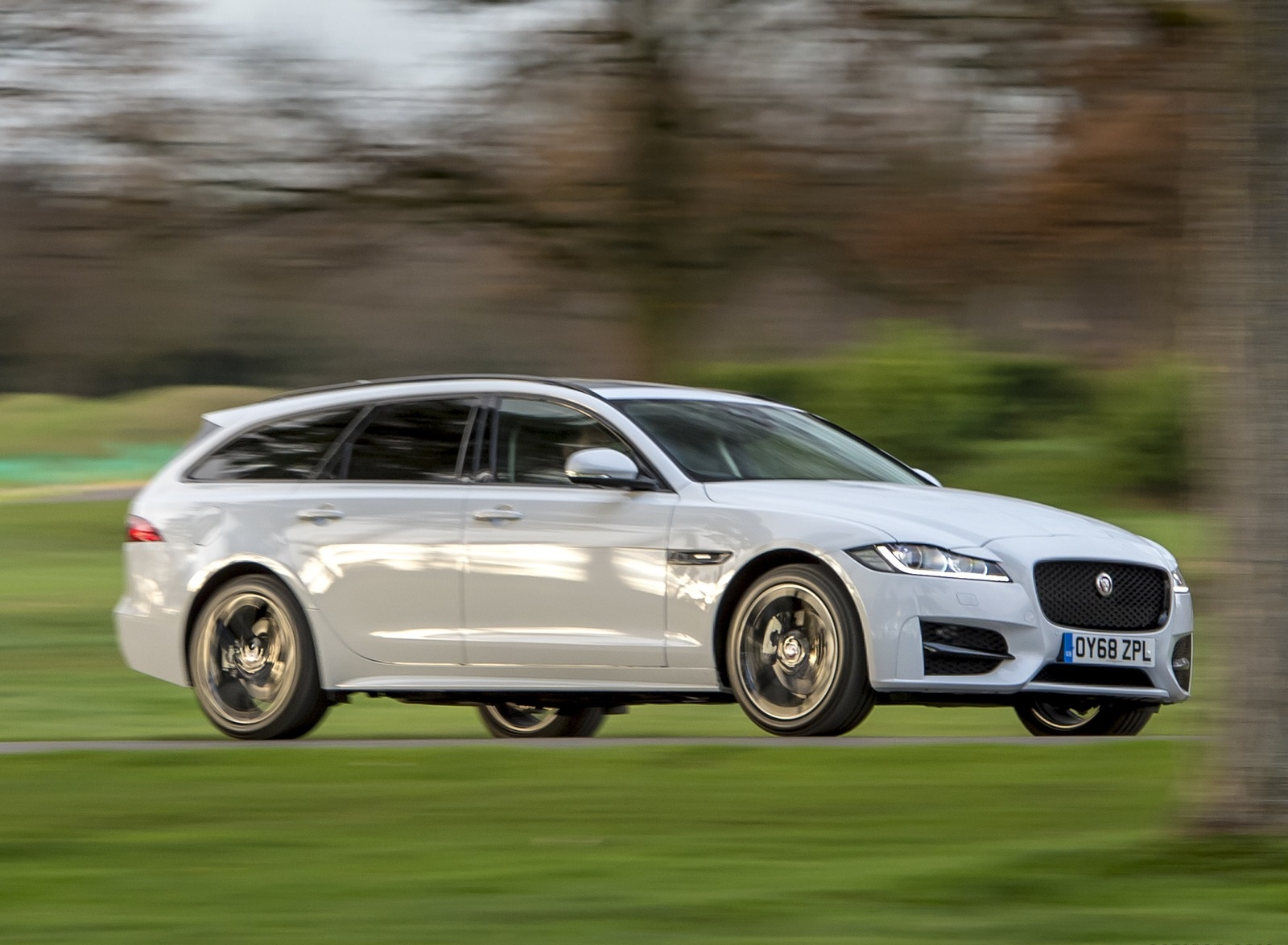 2019 Jaguar XF Sportbrake 20d AWD R-Sport Front Three-Quarter Wallpapers (1)