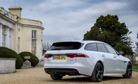 2019 Jaguar XF Sportbrake 20d AWD R-Sport Rear Three-Quarter Wallpapers 450x275 (23)
