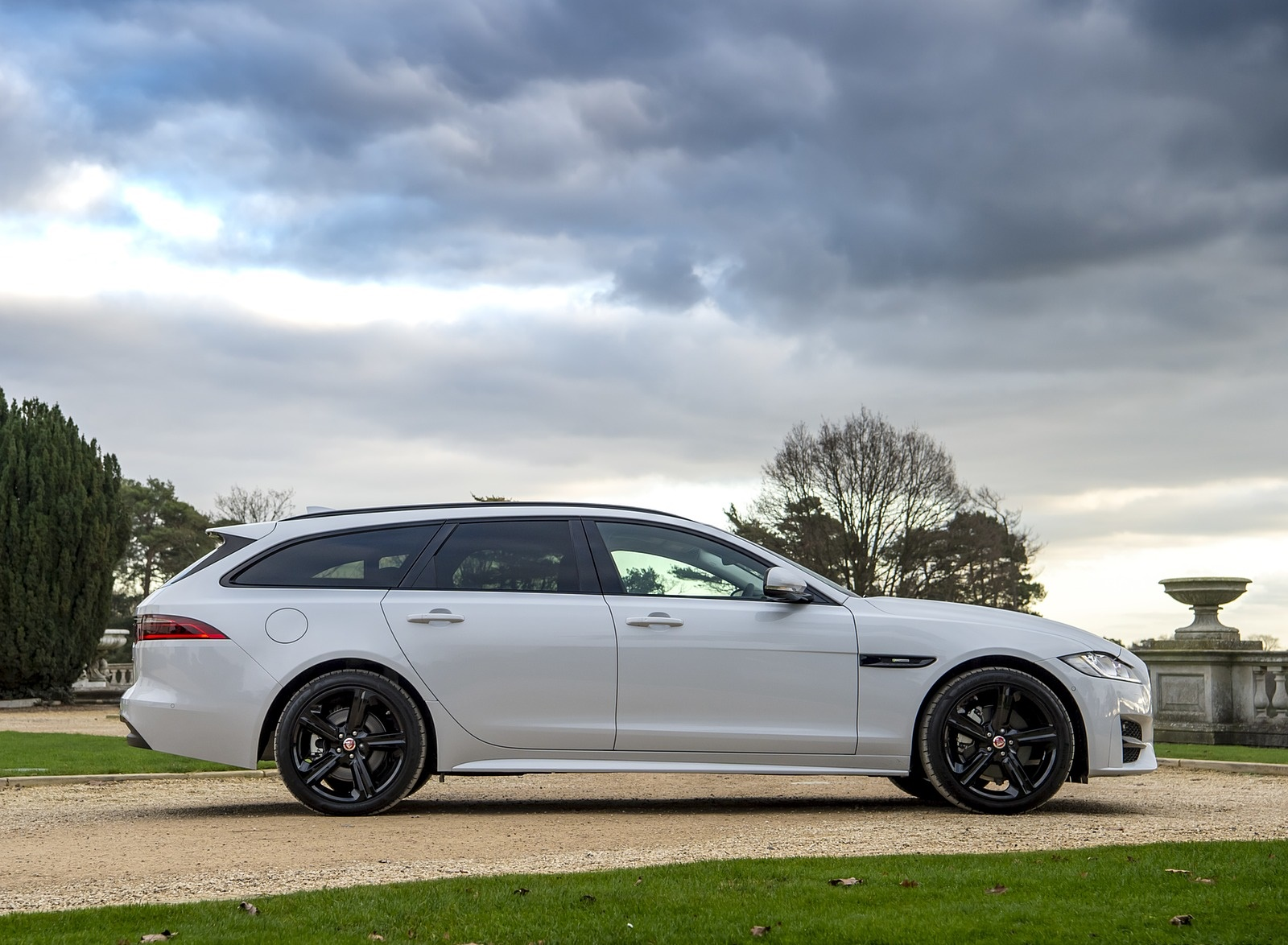 2019 Jaguar XF Sportbrake 20d AWD R-Sport Side Wallpapers (11)