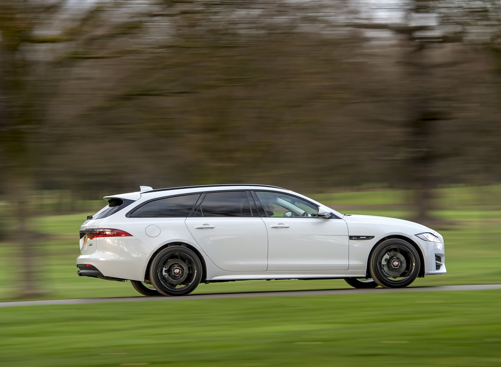 2019 Jaguar XF Sportbrake 20d AWD R-Sport Side Wallpapers (2)