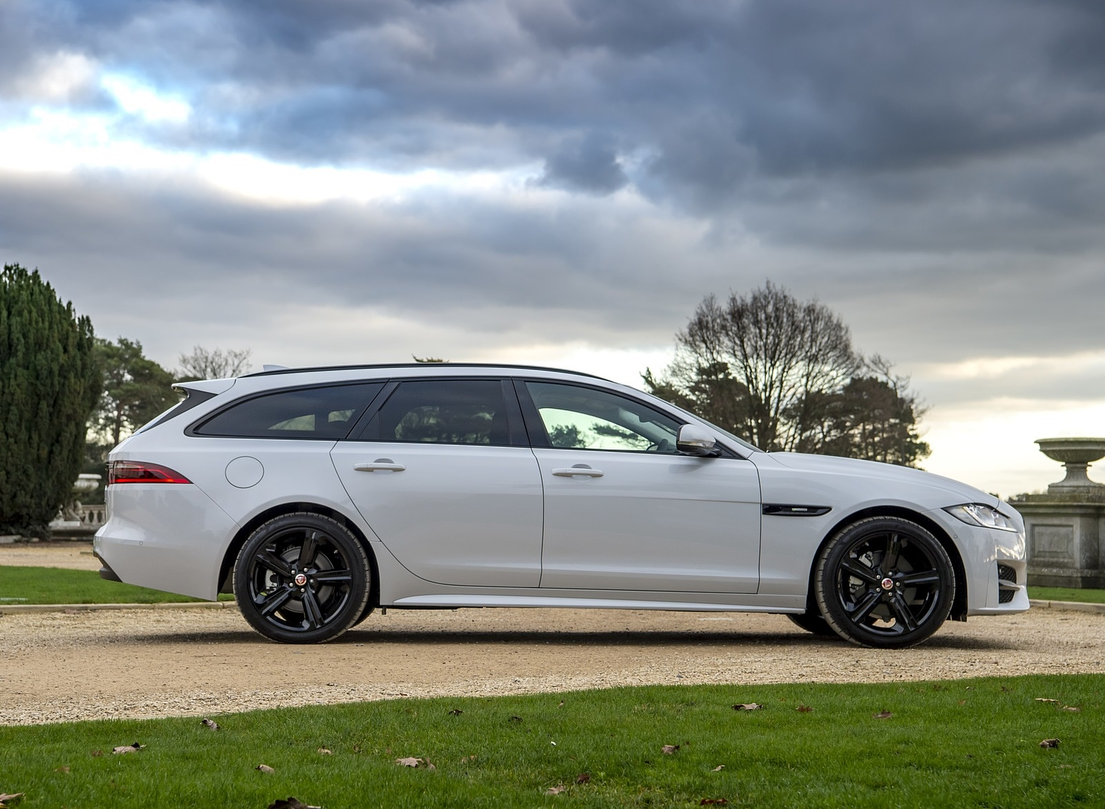 2019 Jaguar XF Sportbrake 20d AWD R-Sport Side Wallpapers (10)
