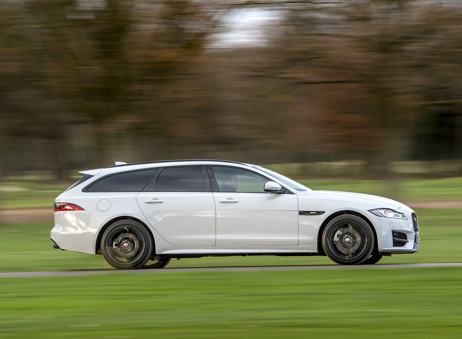 2019 Jaguar XF Sportbrake 20d AWD R-Sport Side Wallpapers (3)