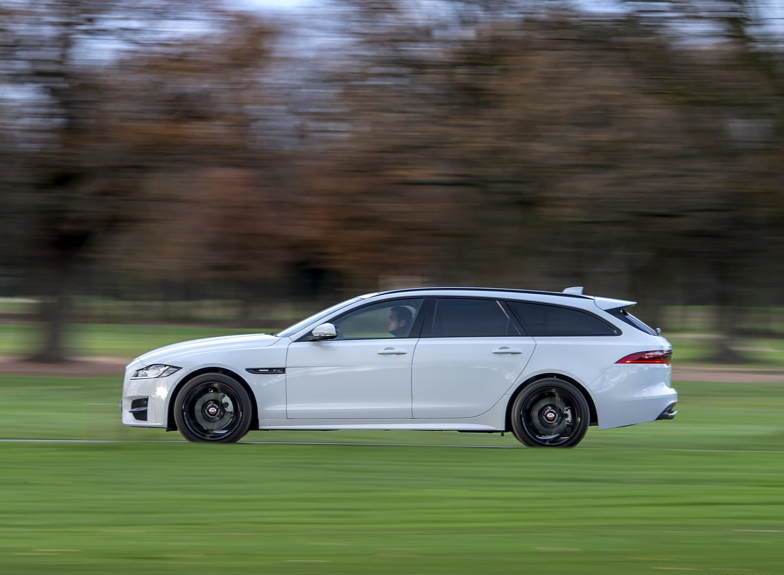 2019 Jaguar XF Sportbrake 20d AWD R-Sport Side Wallpapers (4)