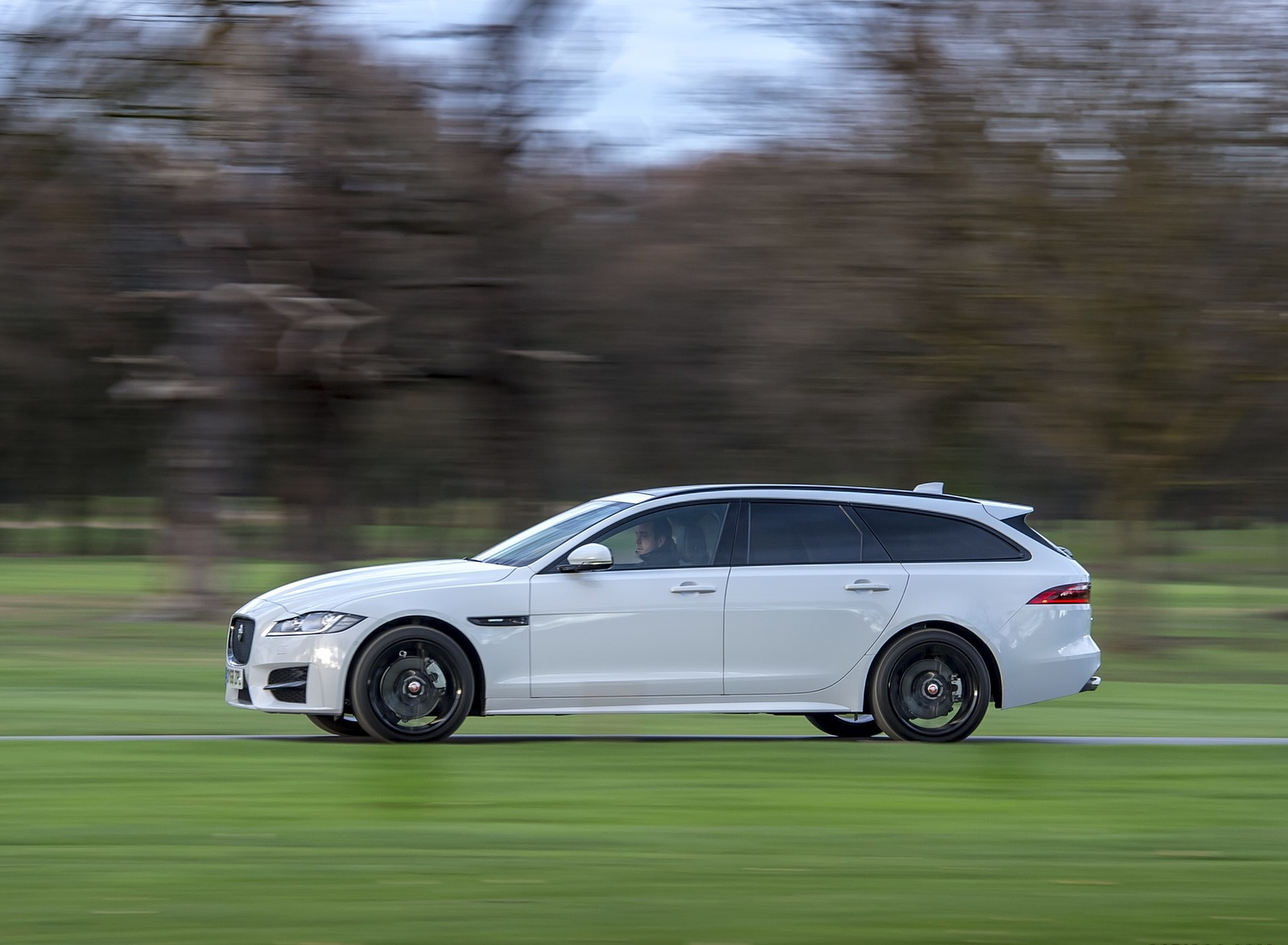 2019 Jaguar XF Sportbrake 20d AWD R-Sport Side Wallpapers (5)