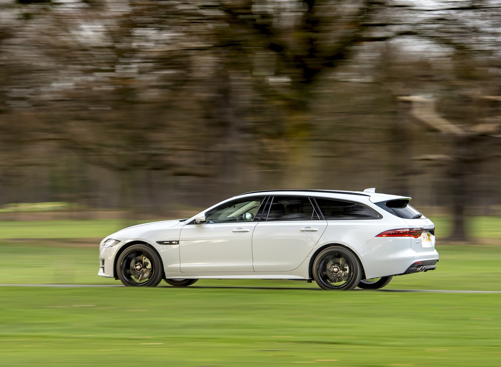 2019 Jaguar XF Sportbrake 20d AWD R-Sport Side Wallpapers (6)