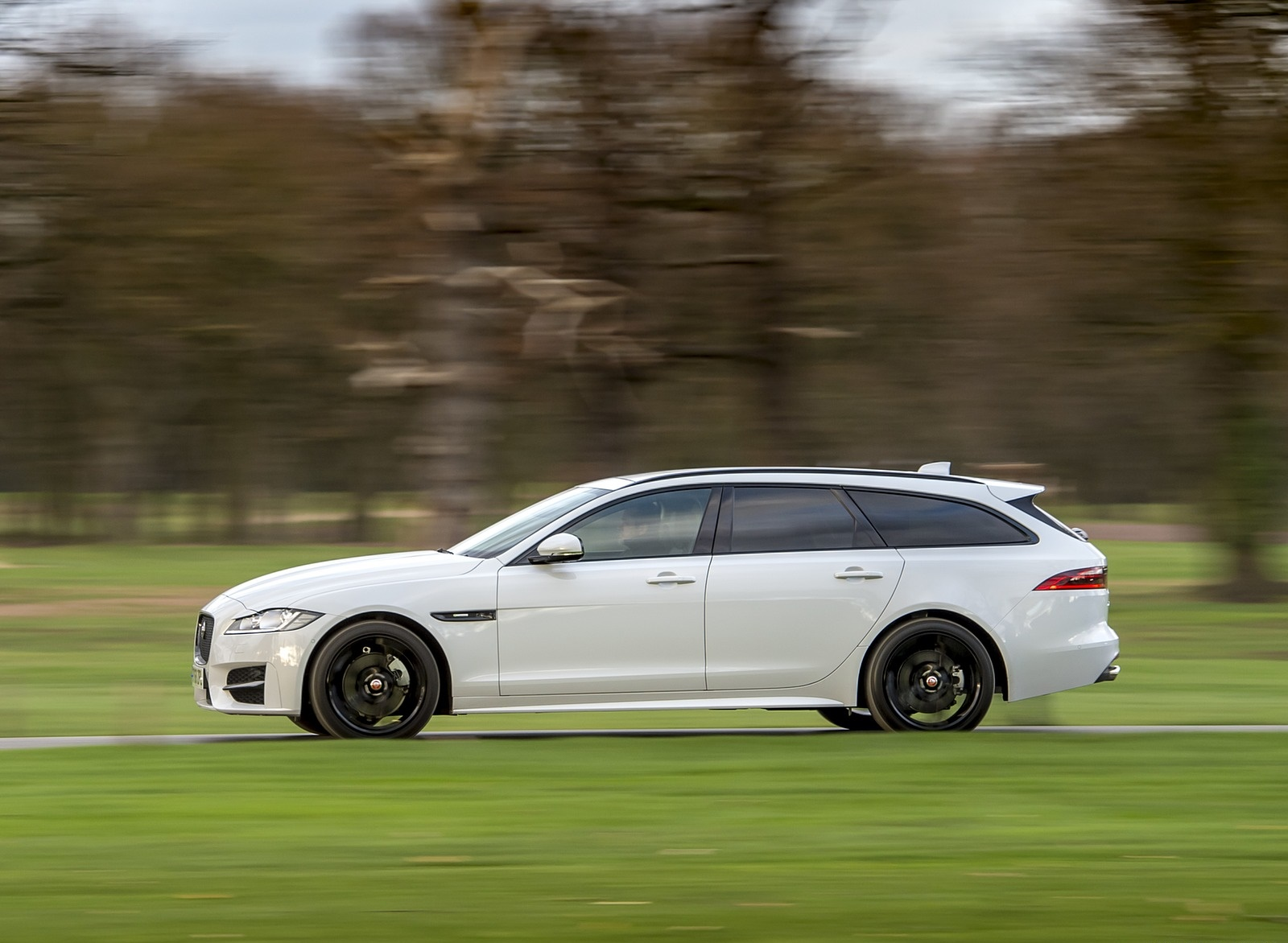 2019 Jaguar XF Sportbrake 20d AWD R-Sport Side Wallpapers (7)