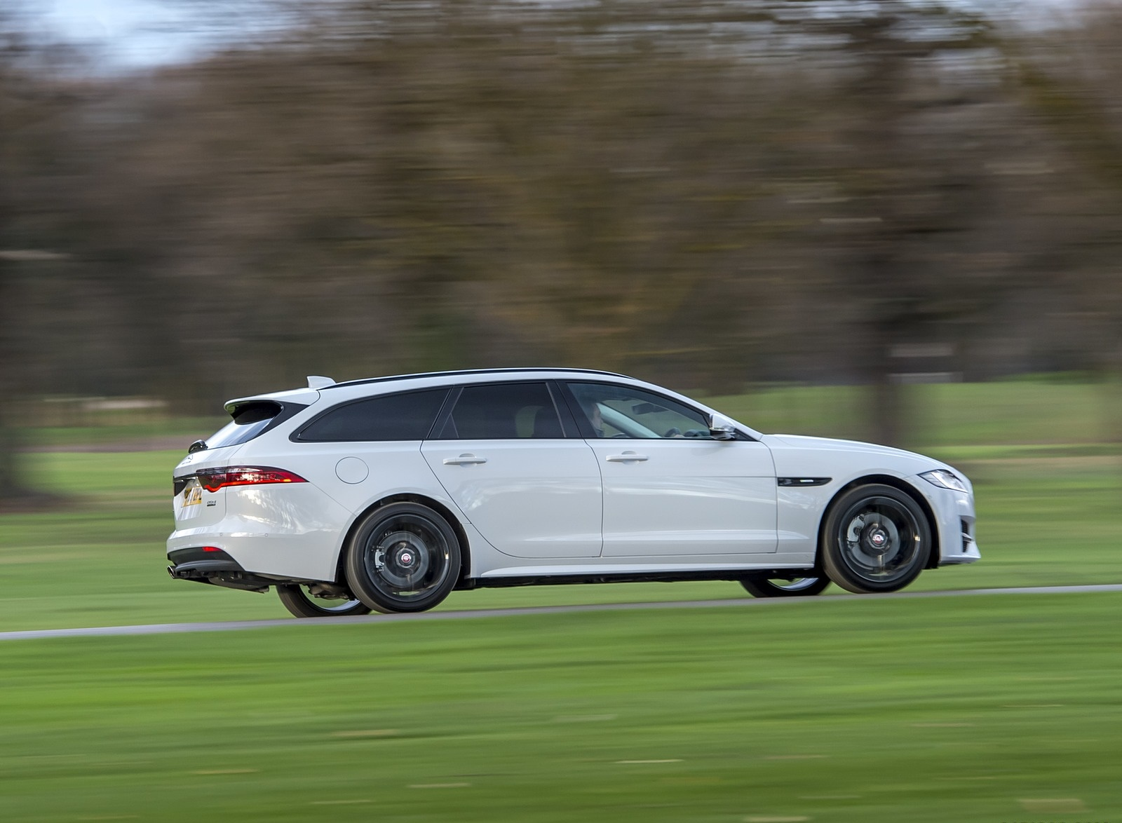 2019 Jaguar XF Sportbrake 20d AWD R-Sport Side Wallpapers (8)